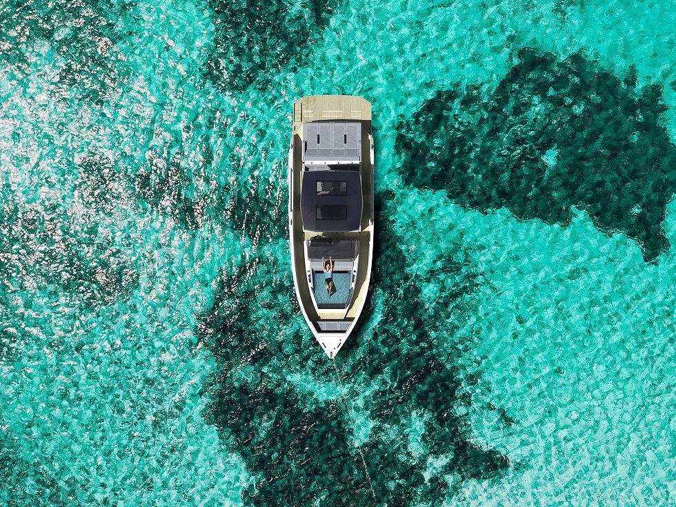 De Antonio Yachts_D50_jacuzzi_topview.jp