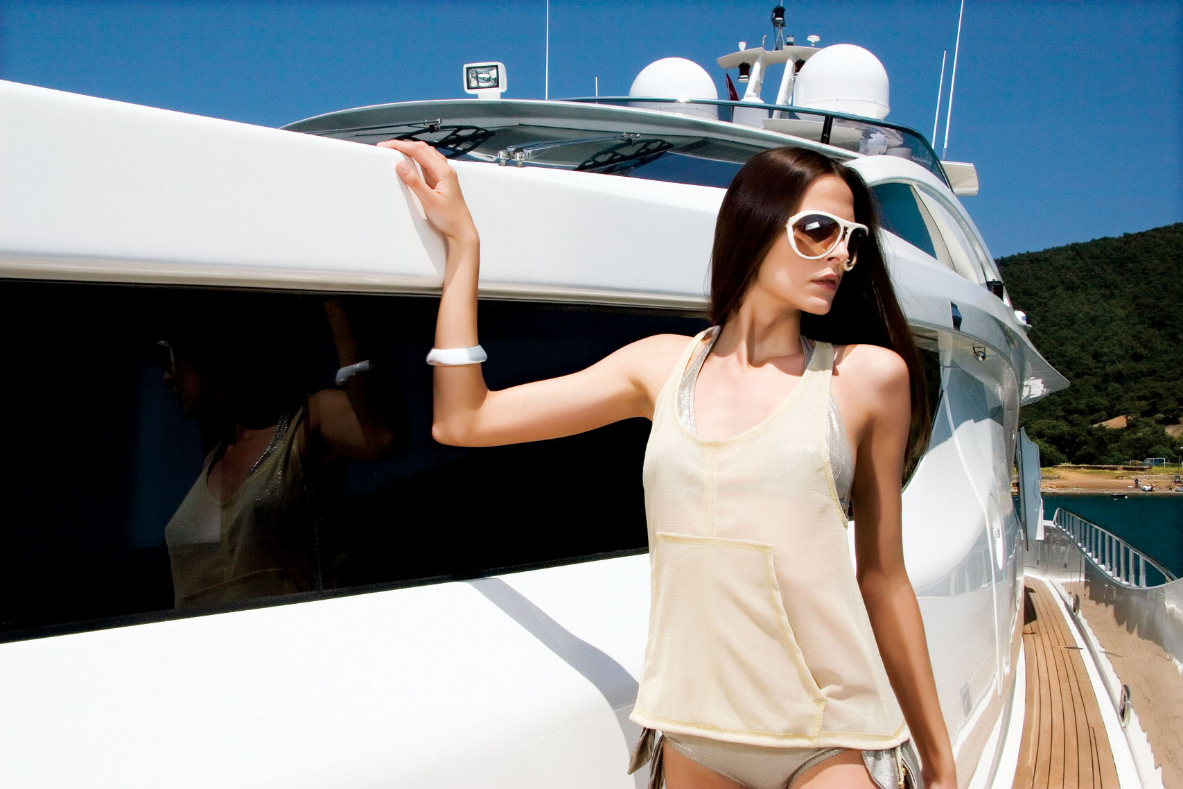 LUXURY YACHTS FOR CHARTER