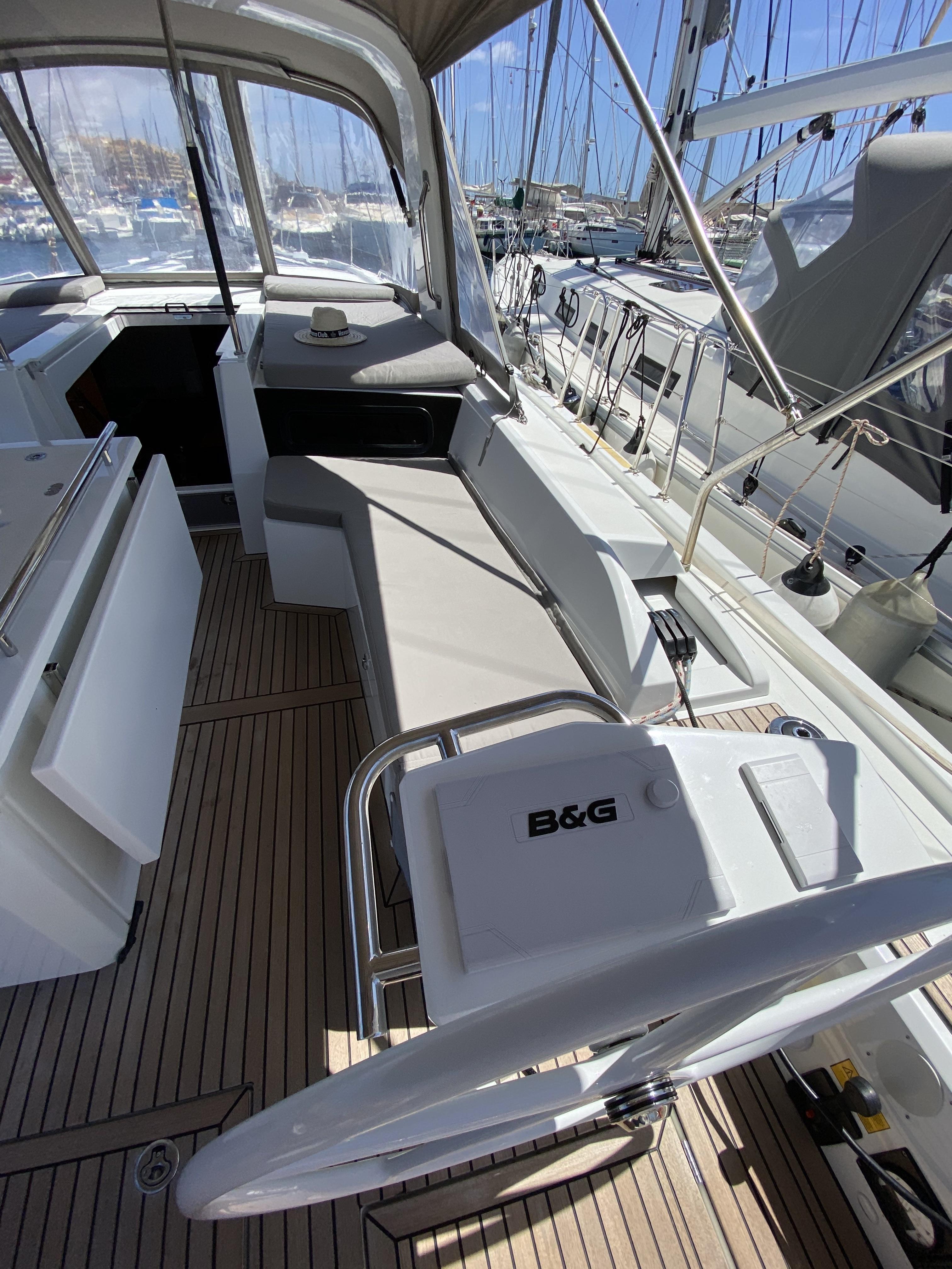 BAREBOAT CHARTER IBIZA SAILING HOLIDAY VACATION RENTALS OCEANIS 46.1 BENETEAU IBIZA MALLORCA BALEARI