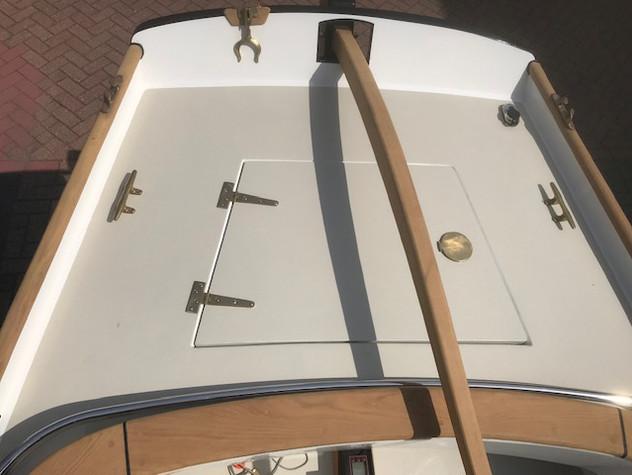 Elektrisch aangedreven motorsloep.  Vollaminaat vinylester romp.  Dek en kuip-gedeelte van vinylester sandwich.  Bouwjaar: 2019  Lengte o.a.: 6,97 m  Lengte waterlijn: 6,20 m  Breedte:2,10 m  Diepgang:0,50 m  Totaal gewicht: 1.400 Kg  Ballastpercentage: 350 Kg  Aandrijving: Torqueedo Pod Cruise 4.0 FP  Vermogen: 8 - 9,9 Pk  Accu's: Mastervolt AGM 8 x 160 Amph