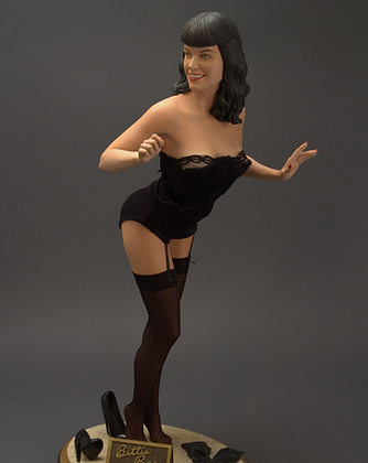 Bettie Page 1/4 Scale Statue