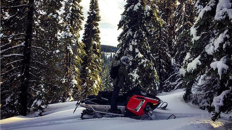 Snowmobiling-2.jpg