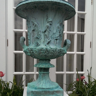 Verdigris Bronze Medici Urn.png