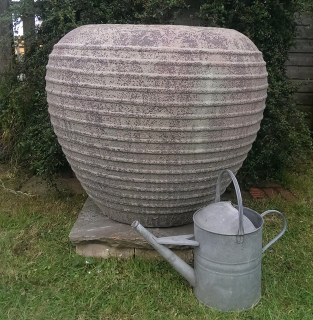 Atlantis Honey Pot Garden Planter.png