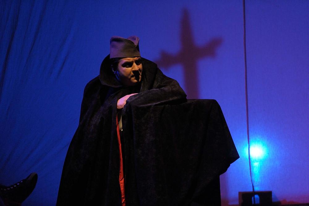 Marko Gvero as vampire Sava