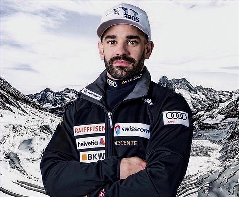 Daniele Sette, aufgewachsen in St. Moritz im Engadin, ist unter den besten Schweizer Skirennfahrer und kämpft seit mehreren Jahren um FIS Weltcuppunkte mit Fokus auf Riesenslalom. Ein Talent mit eisernem Willen ohne aufzugeben. Schnee und Ski sind seine Liebe und deshalb gibt er alles um zu gewinnen und zuoberst auf dem Weltcup Podest zu stehen.