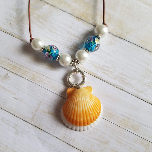Sunny D-Light Double Scallop Shell Necklace on Leather
