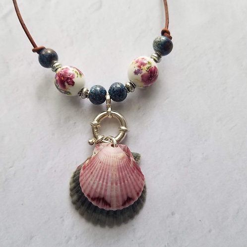 Denim & Roses Double Scallop Shell Necklace on Leather
