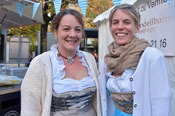 Karin Rieder (links) und Svenja Amacher betreuten die Kasse an diesem Abend.