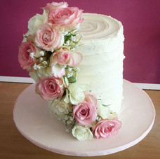 Single tier with pink roses