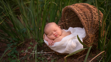 Outdoor Newborn Photographer | Vincent