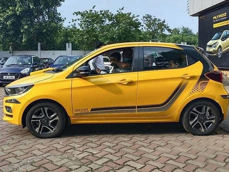 TATA TIAGO SOCCER EDITION SPOTTED AT DEALERSHIP | CARS NEWS | AUTO REPORTER