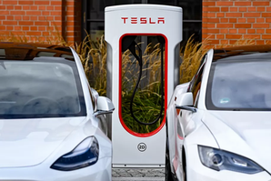 TESLA GUARANTEES CARS THAT CONNECT TO THE GRID, EVEN IF ELON MUSK DOESN'T WANT THEM TO | AUTO NEWS