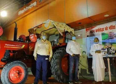 A TRACTOR GIFTED BY ANAND MAHINDRA TO A FARMER WHO DUG 3 KM CANAL IN 30 YEARS | AUTO INDUSTRY NEWS
