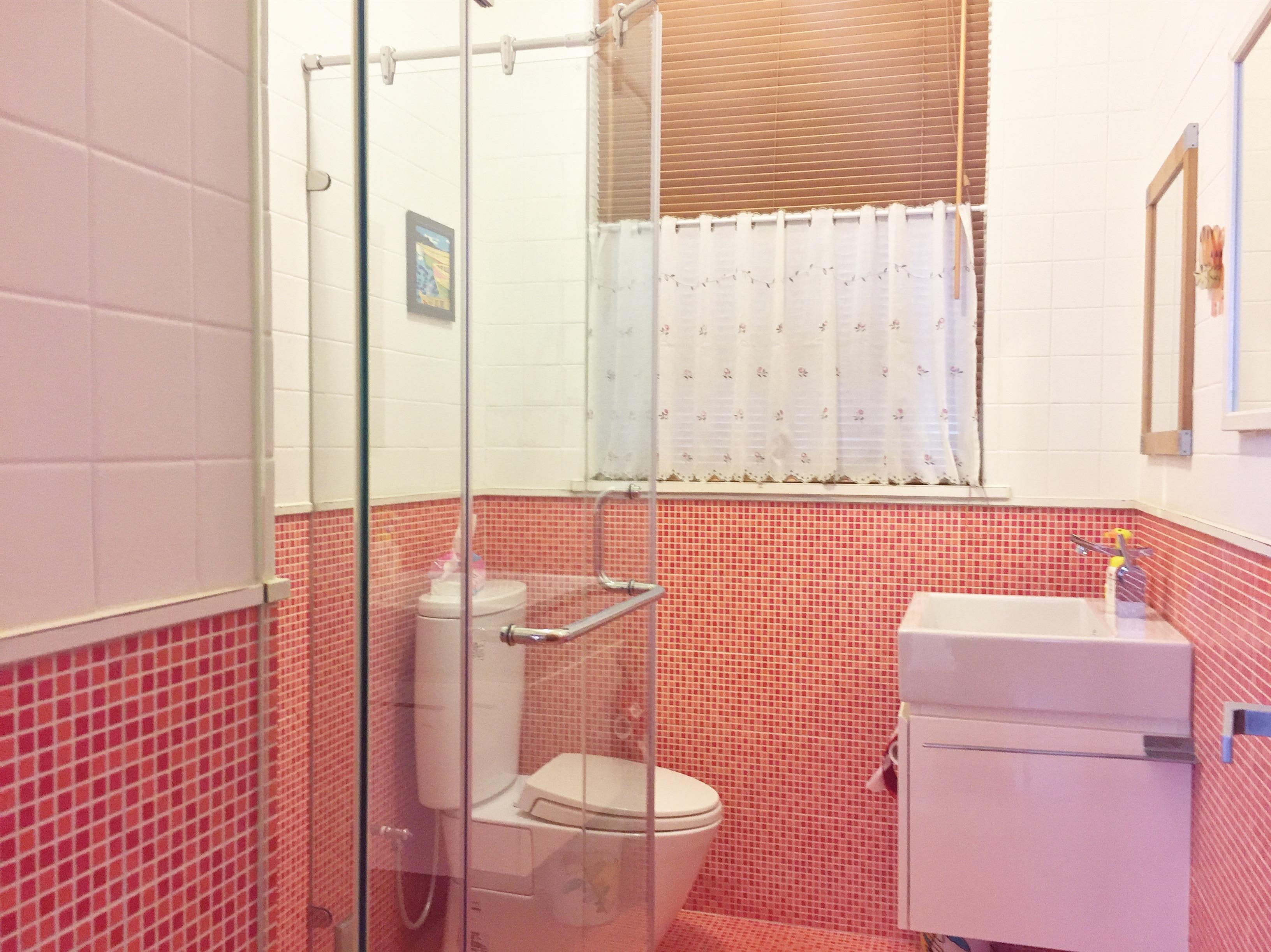 bathroom of room A