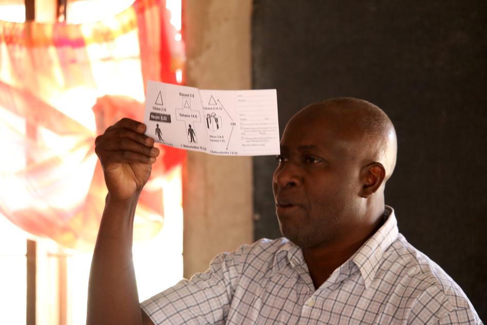 Wandamba reviewing the SI Evangelism Tool in Mafinga
