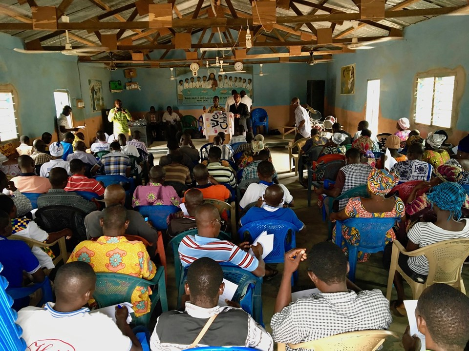 Edward teaching on the steps to saturate your community with the gospel. — in Chiana Asunia, Upper East, Ghana.