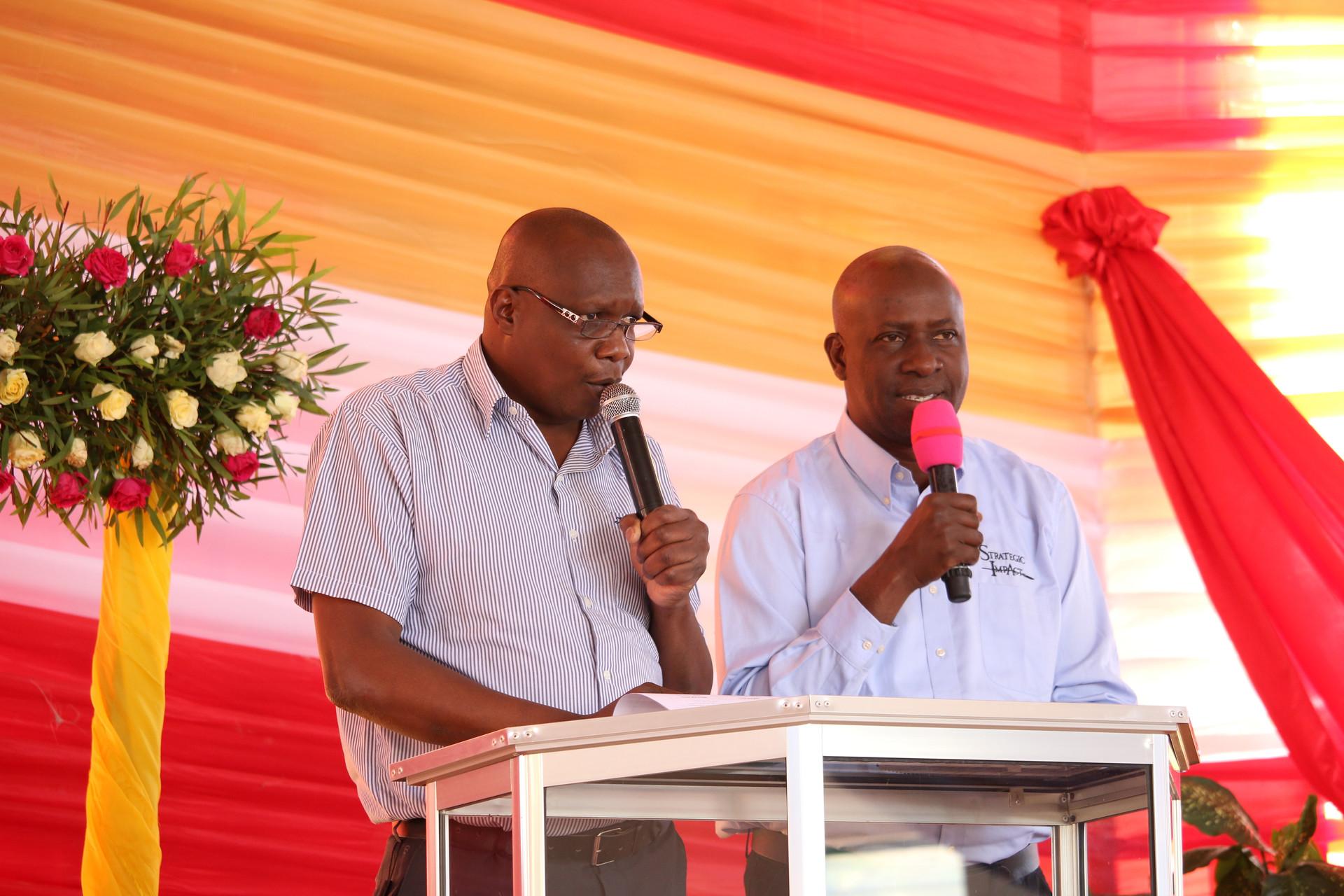 Azikiwe and Wandamba teaching and interpreting in Iringa
