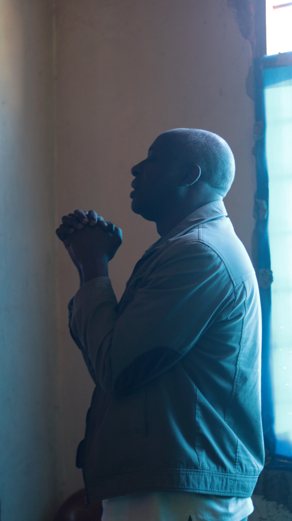 Wandamba in prayer for the afternoon's evangelism and initial discipleship of the new believers