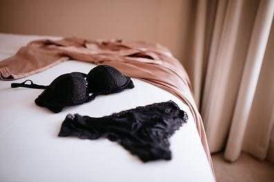 Ropa interior en la cama