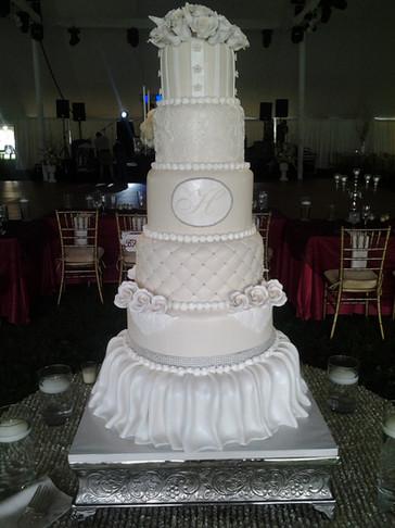 Shop-Stopper Fondant Traditional Wedding