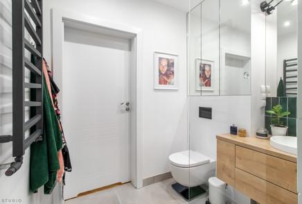 bathroom wide.jpg