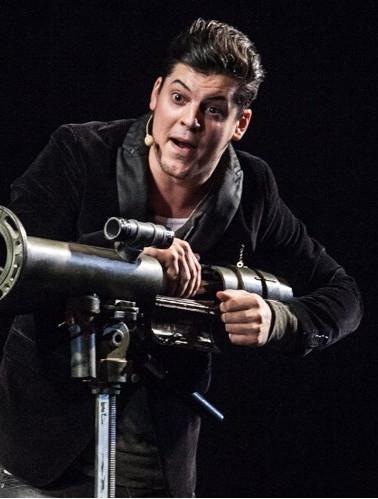 Vincent C magicien et son Bazooka de la mort