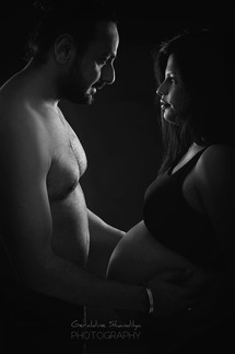 Best maternity photography in Delhi