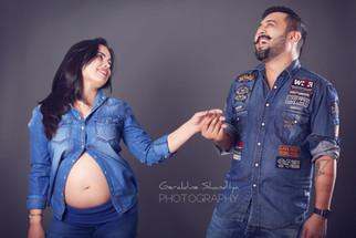 Pregnancy photography with Ritika & Gaurav