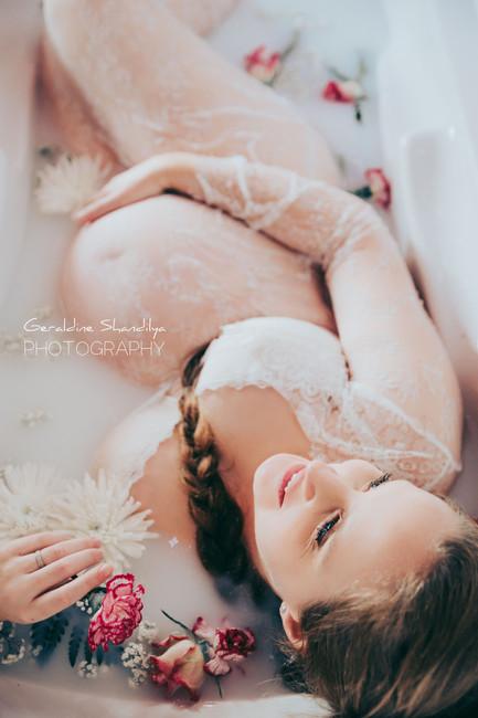 Seance photo grossesse Milk Bath