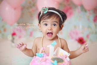 Cake smash photoshoot with Aira, 1 year old baby