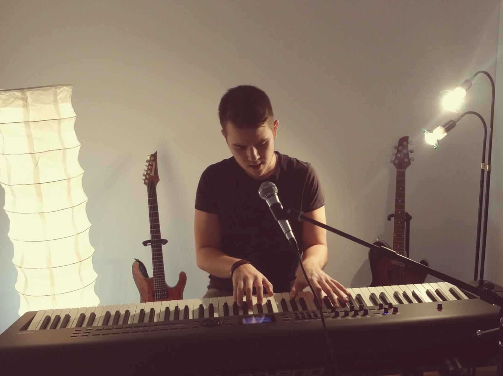 Klavier - / Keyboard- Unterricht
