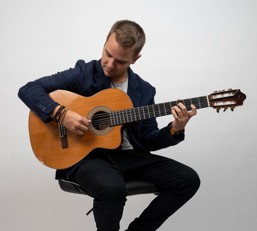 Solo-Akustik-Gitarre