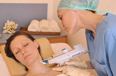 Hautstraffung, Glättung der Haut an Gesicht, Hals, Dekolleté, Händen. Langfristig wird die hauteigene Produktion von Kollagen und Elastin gesteigert
