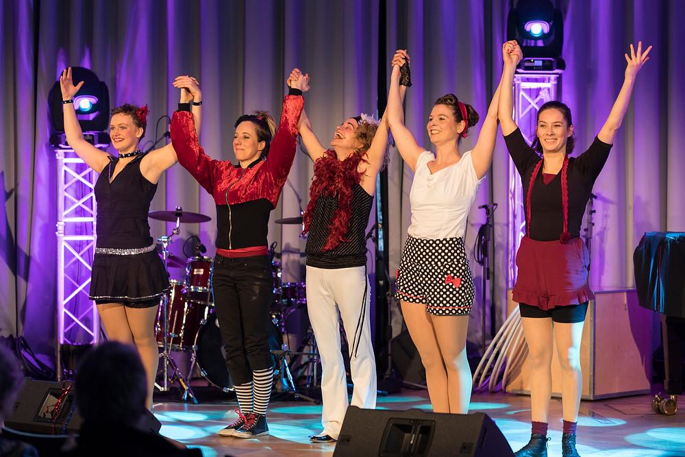 Die Künstlerinnen des Show Kollektiv Bremen bei einem gemeinsamen Entertainment Programm