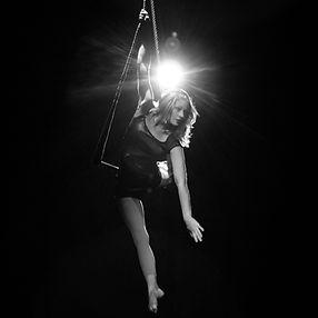 Trapez Künstlerin Mareike Koch bei der Luftakrobatik, Trapezakrobatik, Trapezartistik für Event und Unterhaltung