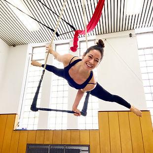 Trapez Artistin und Künstlerin Mareike Koch beim Luftakrobatik Training