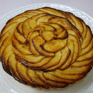 10月のホールケーキ・タルト・オ・ポンム