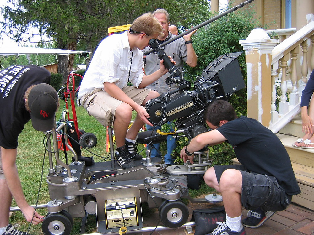 photo de 4 cameramen dont un sur un dolly