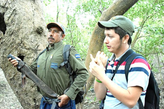 MARN ranger with parrot conservationist in Barra de Santiago, El Salvador