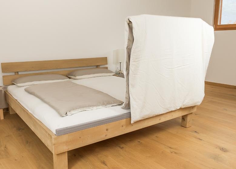 AIRZAG lüftet die Bettdecke und Martratz