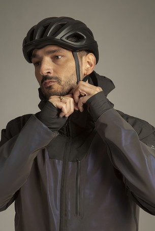Veste-airbag-cirrus-homme-casque-fond-gr