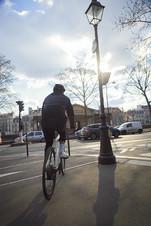 Veste-airbag-cirrus-homme-dos-velo-pedal