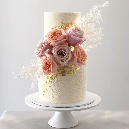 This cake is so angelic & ethereal! From