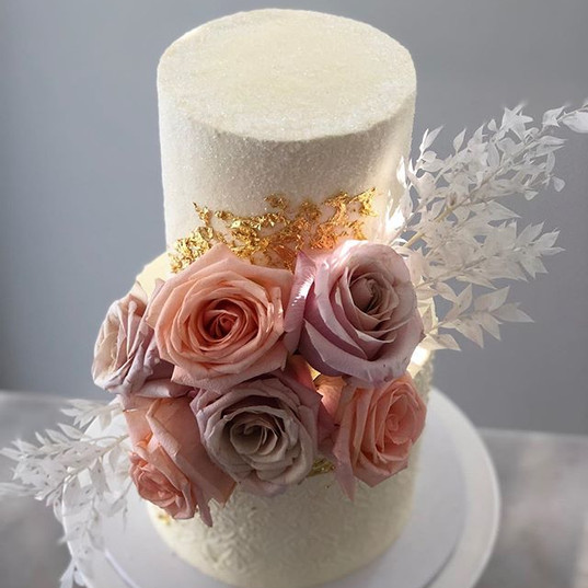The crystal details on this cakes top ti