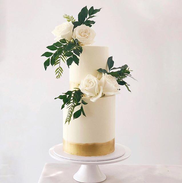 2 tier wedding Cake Vibes. Bottom tier i