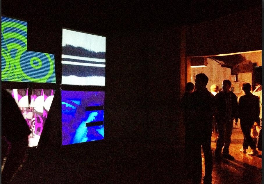 vjdeliria-love-video installation.jpg