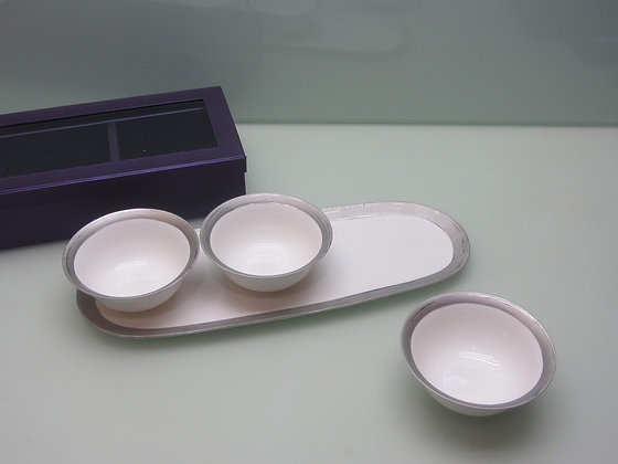 3 bowl serving piece