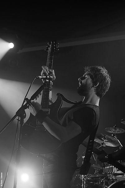 Damien Fath'Son chnateur guitariste