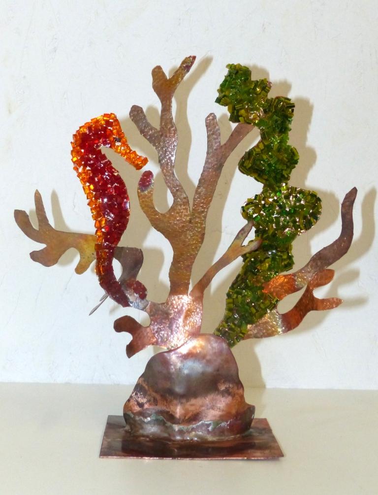Hippocampe en cuivre et mosaïque